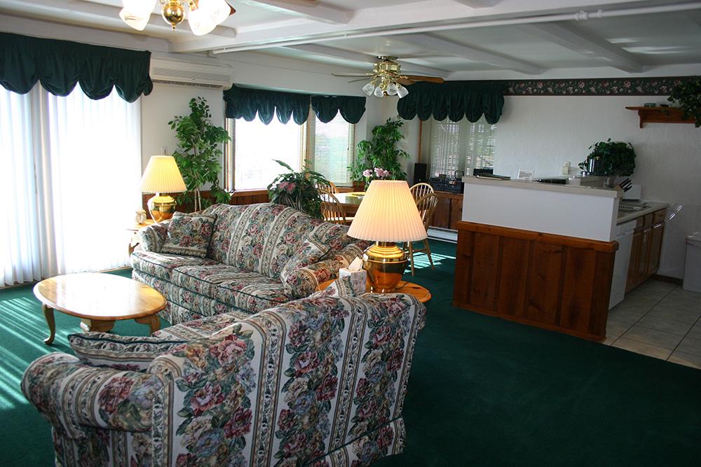 Spacious Luxurious One Bedroom Suite